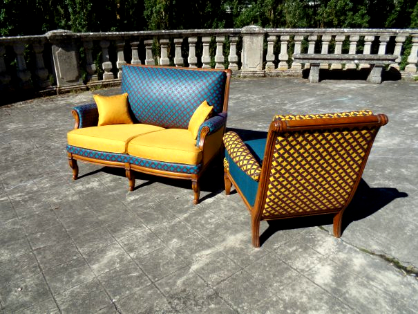 salon iris et mimosa tissu hibiscus bleu et jaune. Black Bedroom Furniture Sets. Home Design Ideas